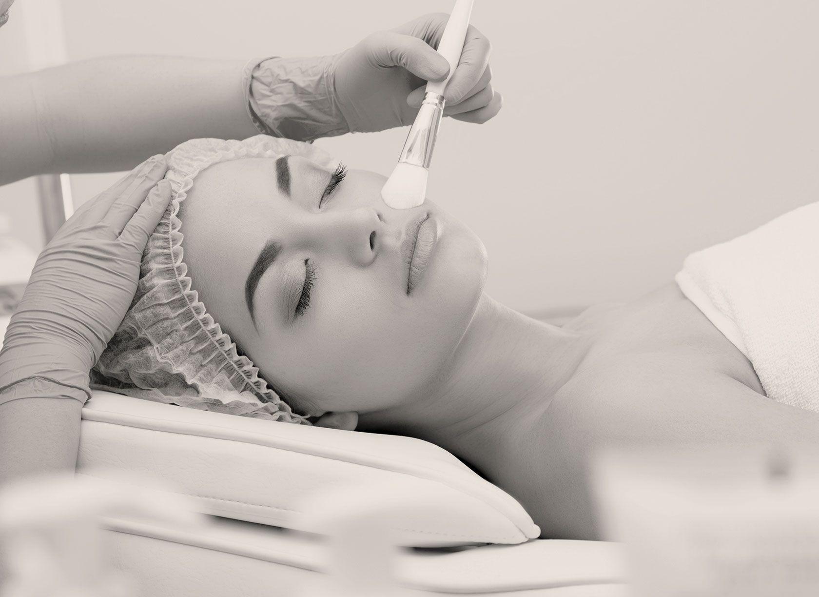 Améliorer la qualité de sa peau avec le peeling à Paris 8 du Dr Pachet